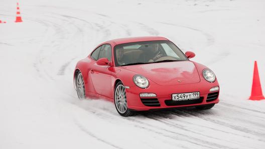 Снежный тест-драйв спорткаров от компании Porsche