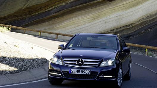 Mercedes-Benz показал первые фотографии обновленного C-класса 2012 года
