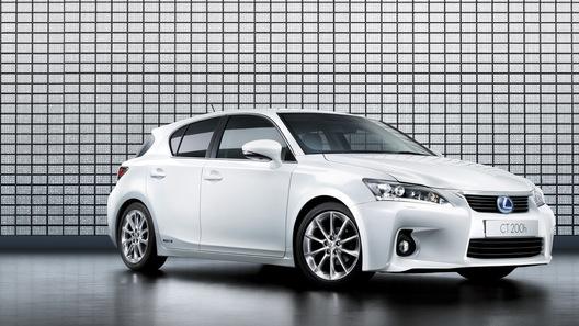 Названы российские цены на новый гибрид Lexus