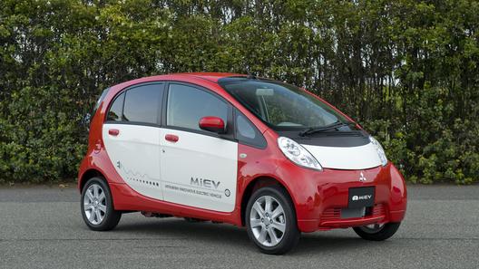 Здороваемся с первым электрокаром в России Mitsubishi i-MiEV