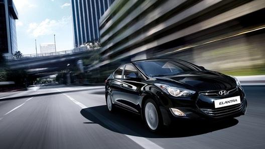 Hyundai анонсирует комплектации нового седана Elantra