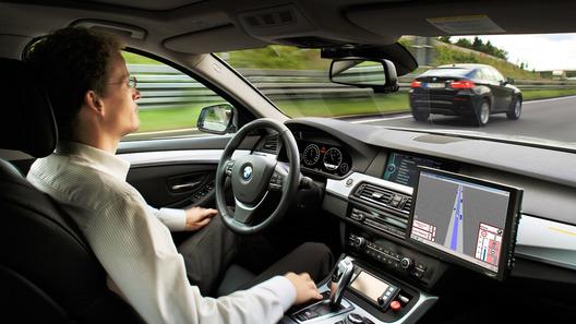 BMW представил автомобиль, умеющий ездить без водителя
