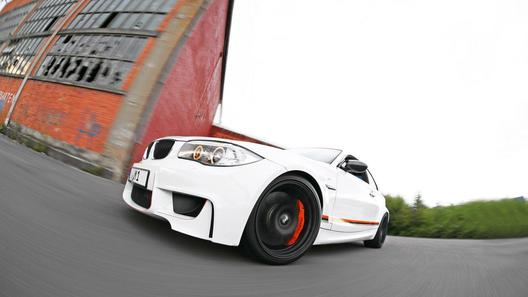 BMW 1 Series M Coupe получило более 400