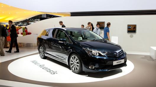 Toyota назвала российские цены на новый Avensis