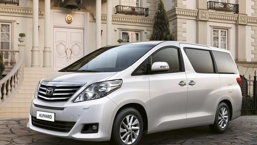 Toyota начинает принимать заказы на новый минивэн в России