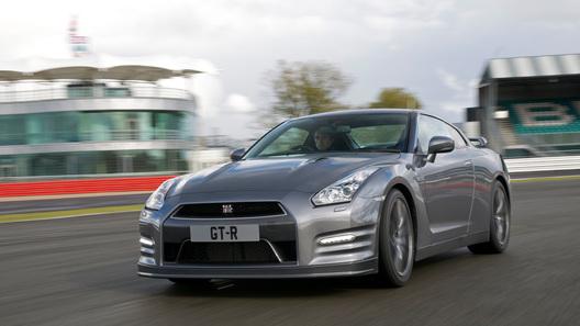 Nissan начинает прием заказов на обновленный спорткар GT-R