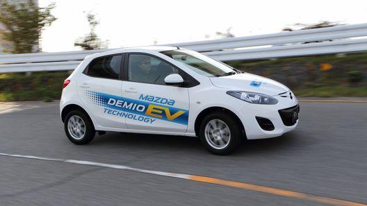 Пробуем электрокар Mazda2 EV на полигоне завода в Хиросиме