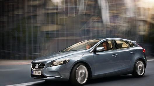Volvo раскрыл внешность нового хэтчбека V40