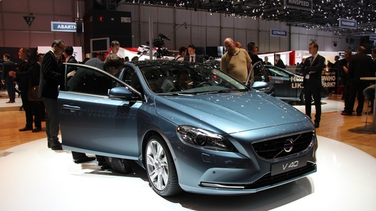Началось производство Volvo V40