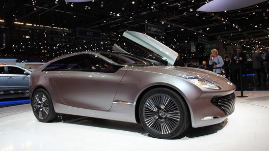 Hyundai показал хэтчбек Veloster Turbo и концепт i-oniq