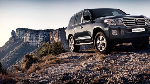 Обновленный Toyota Land Cruiser 200 будет стоить от 3 270 000 рублей