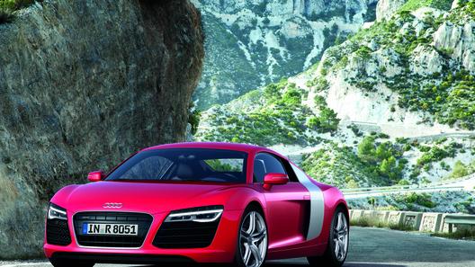 Audi официально представил обновленный спорткар R8