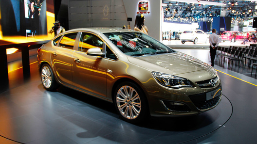 Мировой дебют Opel Astra состоялся на автосалоне в Москве