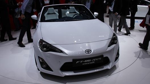 Toyota GT86 официально лишилась крыши