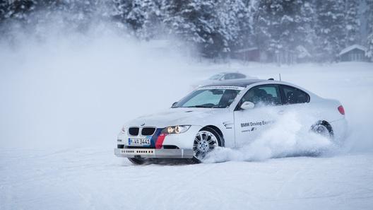 Лед и гвозди: продолжаем учиться в школе BMW Driving Experience