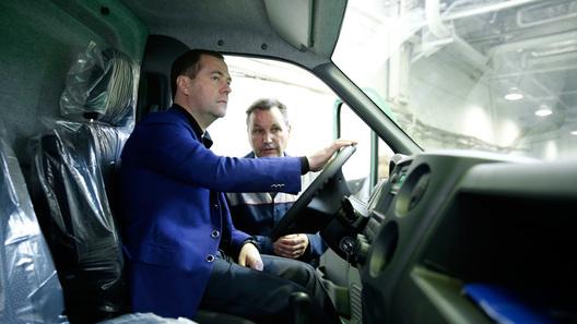 """Медведев пообещал уголовную ответственность за """"липовый"""" техосмотр"""
