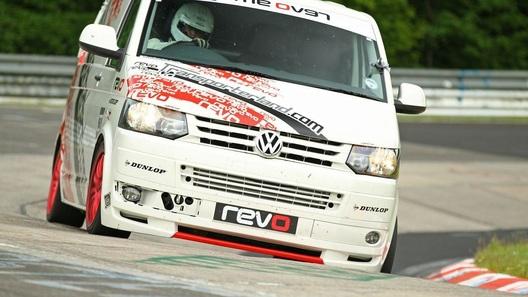 VW Transporter превратили в гоночный болид