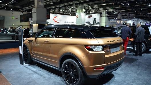 Land Rover показал обновленные Evoque и Discovery