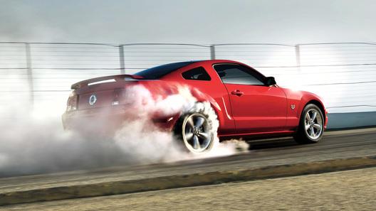 Новый Mustang поможет водителю отчаянно подымить резиной