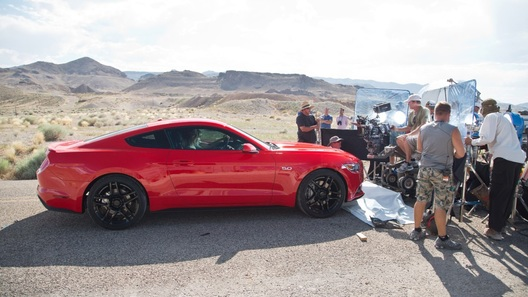 Новый Ford Mustang снялся в кино по мотивам Need For Speed