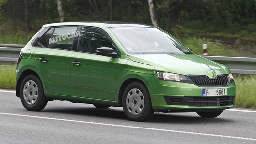 Новая Skoda Fabia появилась на дорогах перед дебютом в Париже