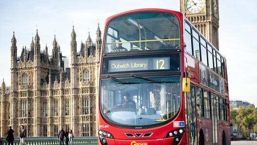 В Лондоне автобусы будут заправлять кофейной гущей
