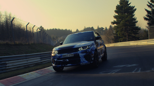 Внедорожник Range Rover сумел объехать на Нюрбургринге Aston Martin DB9