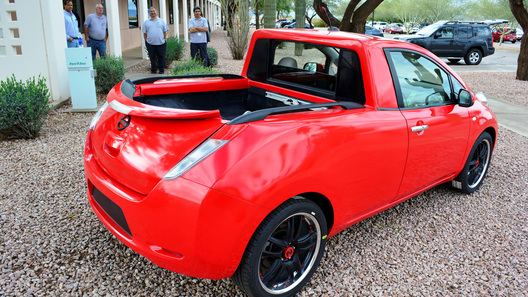 Nissan Leaf скрестили с пикапом Navara