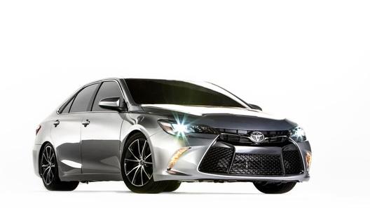 Toyota спрятала 850-сильный дрэгстер в кузове Camry