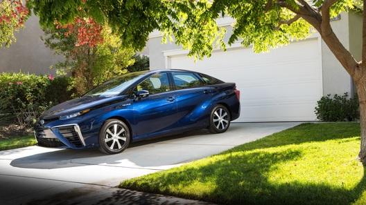 Выхлоп водородной Toyota оказался безопаснее молока
