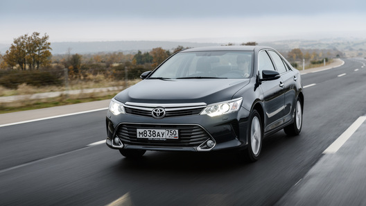 Тест-драйв Toyota Camry: салон релаксации