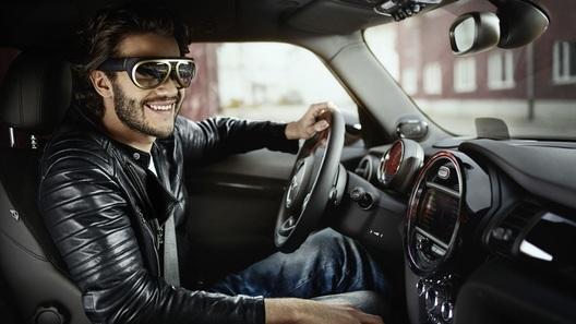 Mini представит в Шанхае умные очки для водителей