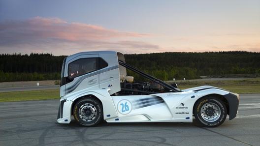 """""""Железный рыцарь"""" от Volvo установил два мировых рекорда"""