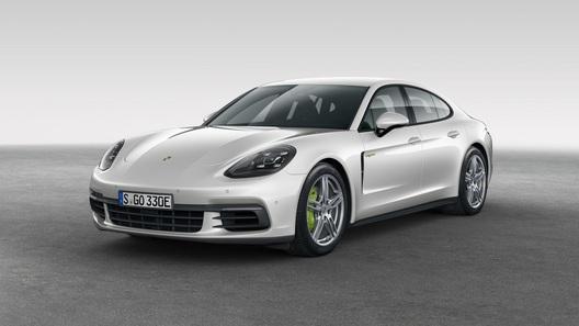 Компания Porsche представила очень быструю и очень экономичную Panamera