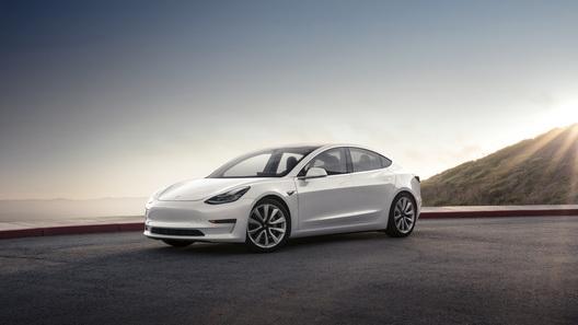 В России открыт прием заказов на Tesla Model 3 (цены могут шокировать)