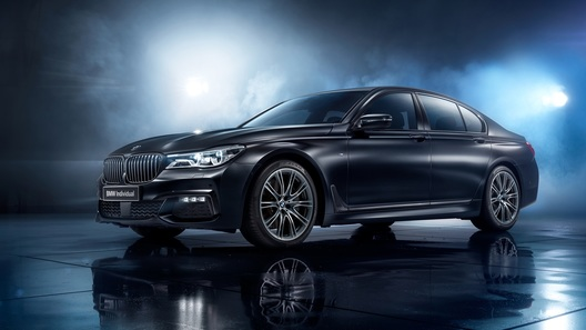 В Россию привезли BMW 7 в новой спецсерии