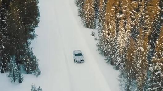 Новый Lamborghini Urus: из пустыни в зиму