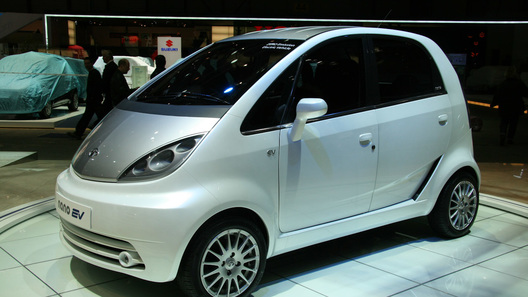 Tata презентовала самый доступный вмире электромобиль Tata Nano