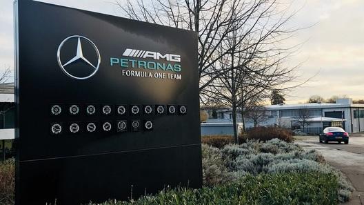 На базе команды «Формулы-1» поселился цыганский табор