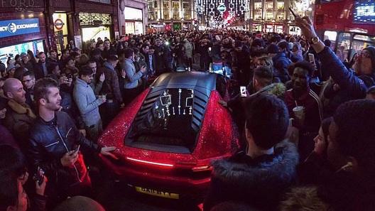 Русская мажорка «ослепила» Лондон собственной Lamborghini состразами