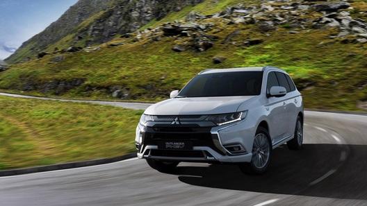 Mitsubishi представила обновленный Outlander (но только гибрид)