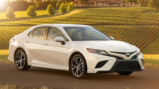 Тойота объявила оботзыве новых седанов Camry