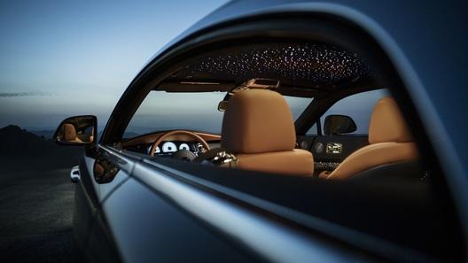 Rolls-Royce представил купе Wraith с падающими звездами в салоне