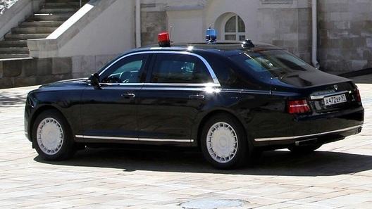 Появилось видео президентского кортежа исключительно изавтомобилей Aurus