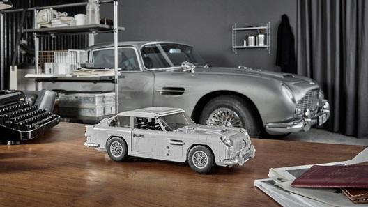 Старый Aston Martin и новый McLaren стали игрушками (одна стоит как машина)