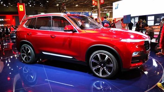 Дэвид Бэкхем представил два новых автомобиля отVinFast напарижском показе машин