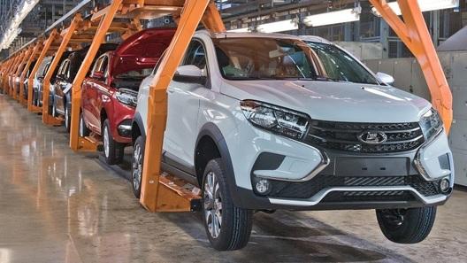 В России начали выпускать новый кросс-хэтчбек Lada