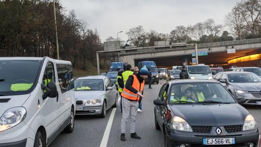 """""""Пенсионные протесты"""" в Париже собрали пробки длиной как от Москвы до Питера"""