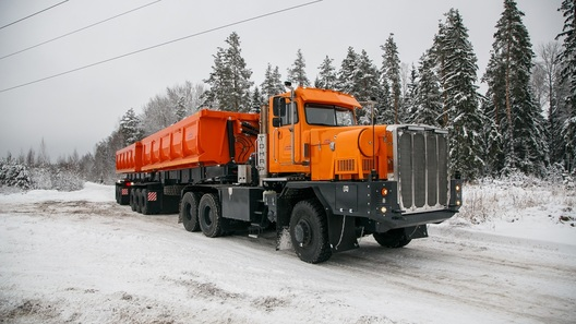 В России появился отечественный 125-тонный автопоезд для бездорожья