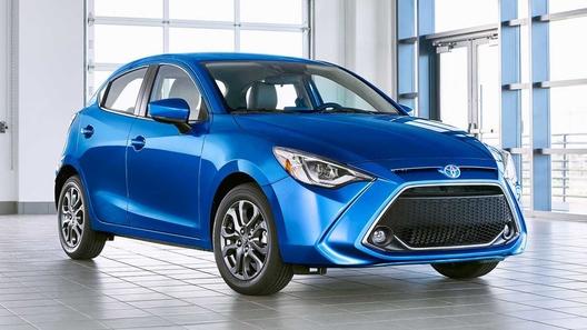 Новая Toyota Yaris оказалась замаскированной Mazda2